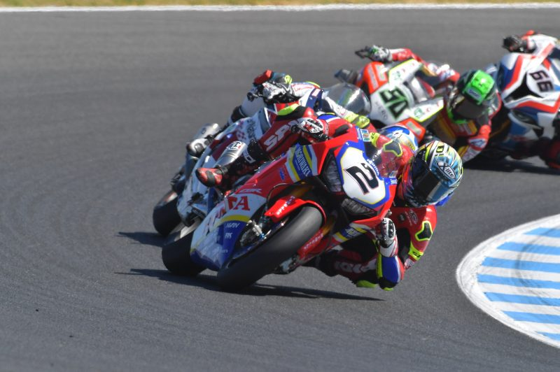 Leon Camier powers his way to a top ten finish in Race 2 at Phillip Island, Kiyonari also inside the points zone