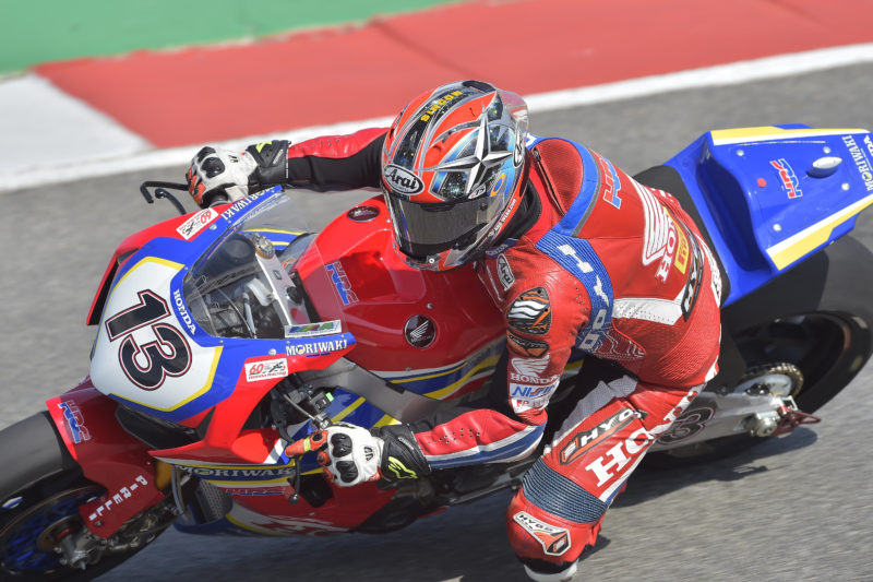 Takumi Takahashi and Ryuichi Kiyonari begin preparation for tomorrow's first race