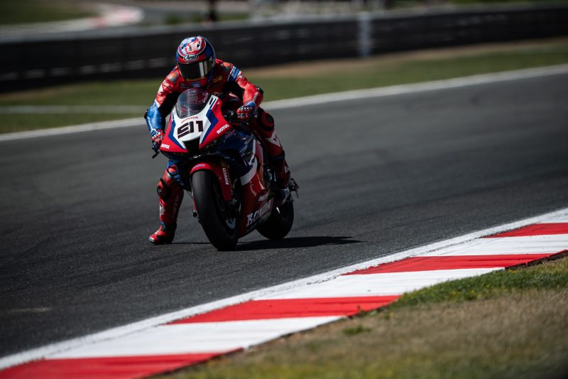 Hot conditions and a tight Navarra track make it hard for Bautista and Haslam in race 1